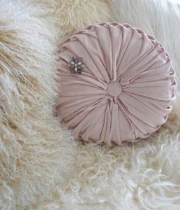 Easyinterieur Geliebtes Zuhause Brosche Kissen rosa