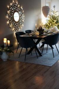 Gesamtbild vom gedeckten Tisch