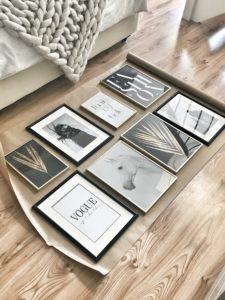 Easyinterieur Bilderwand auf Geschenkpapier