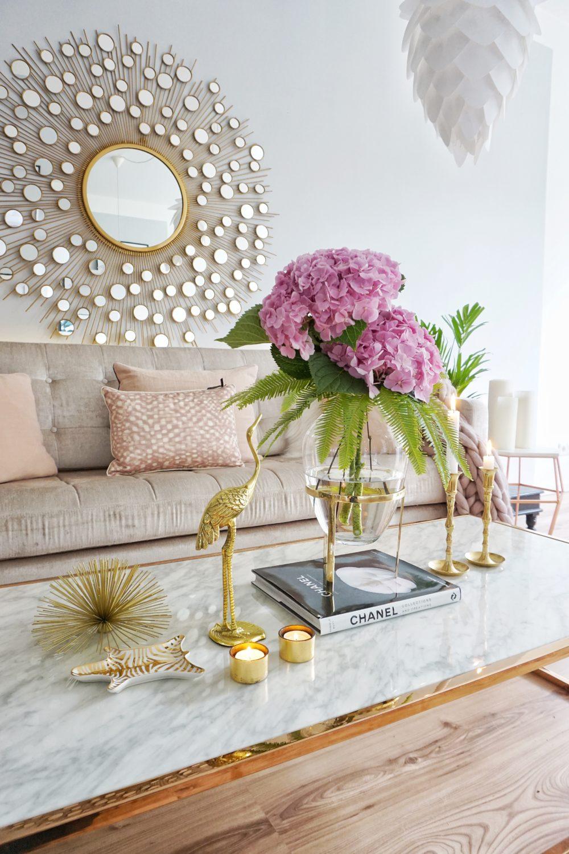 Gold,goldene Elemente im Wohnzimmer von Easyinterieur
